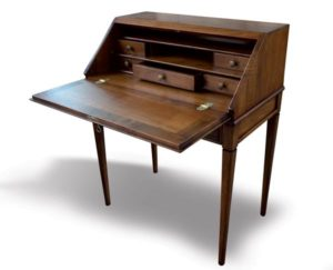 Writing desk in walnut fore